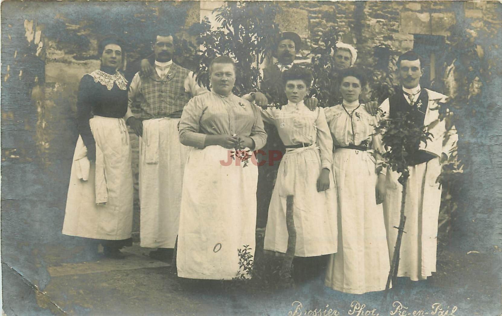 53 PRE-EN-PAIL. Les Employés d'un Hôtel Restaurant. Photo carte postale de Brossier