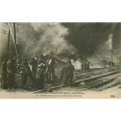 93 SAINT-OUEN. Incendie des Magasins du Nord. Les Ouvriers mettent du sable sur la voie ferrée