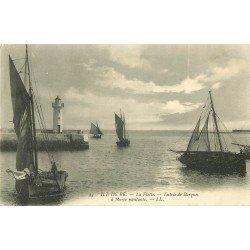 17 ÎLE DE RE. La Flotte entrée de Barques de Pêcheurs à Marée montante 1905