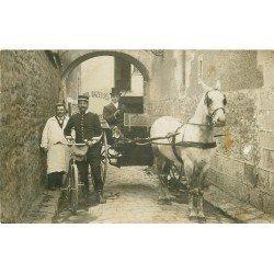 TRANSPORTS. Bel attelage avec Cocher et Facteur en bicyclette. Photo carte postale ancienne lieu à identifier