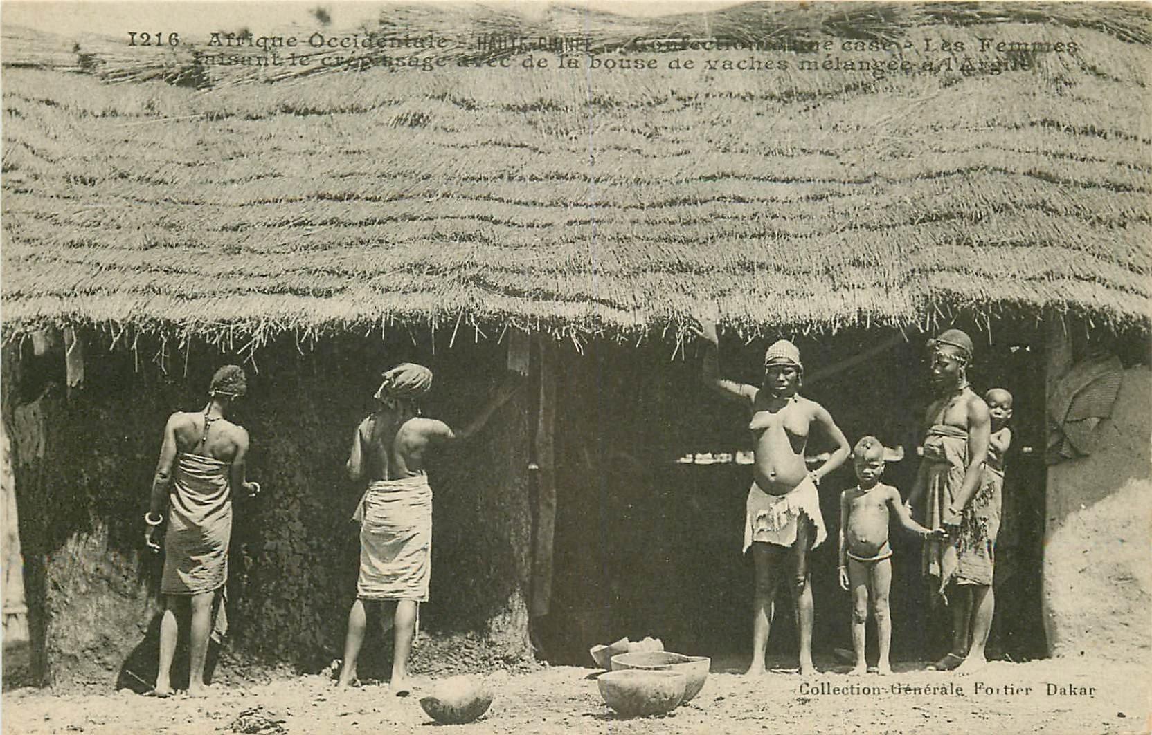HAUTE GUINEE. Confection d'une Case avec de la bouse de vaches et de l'Argile