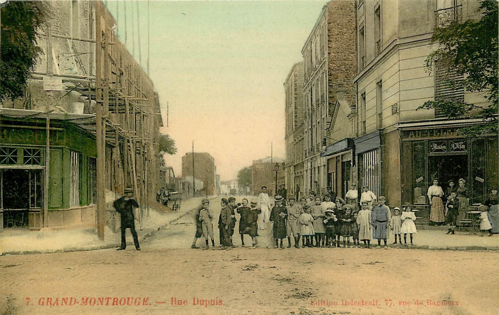 WW 92 GRAND-MONTROUGE. Nombreux écoliers entre les deux Cafés rue Dupuis