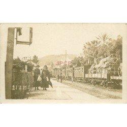 WW. MILITAIRES. Femmes ayant accompagnées les Soldats au Train bourré d'armements.