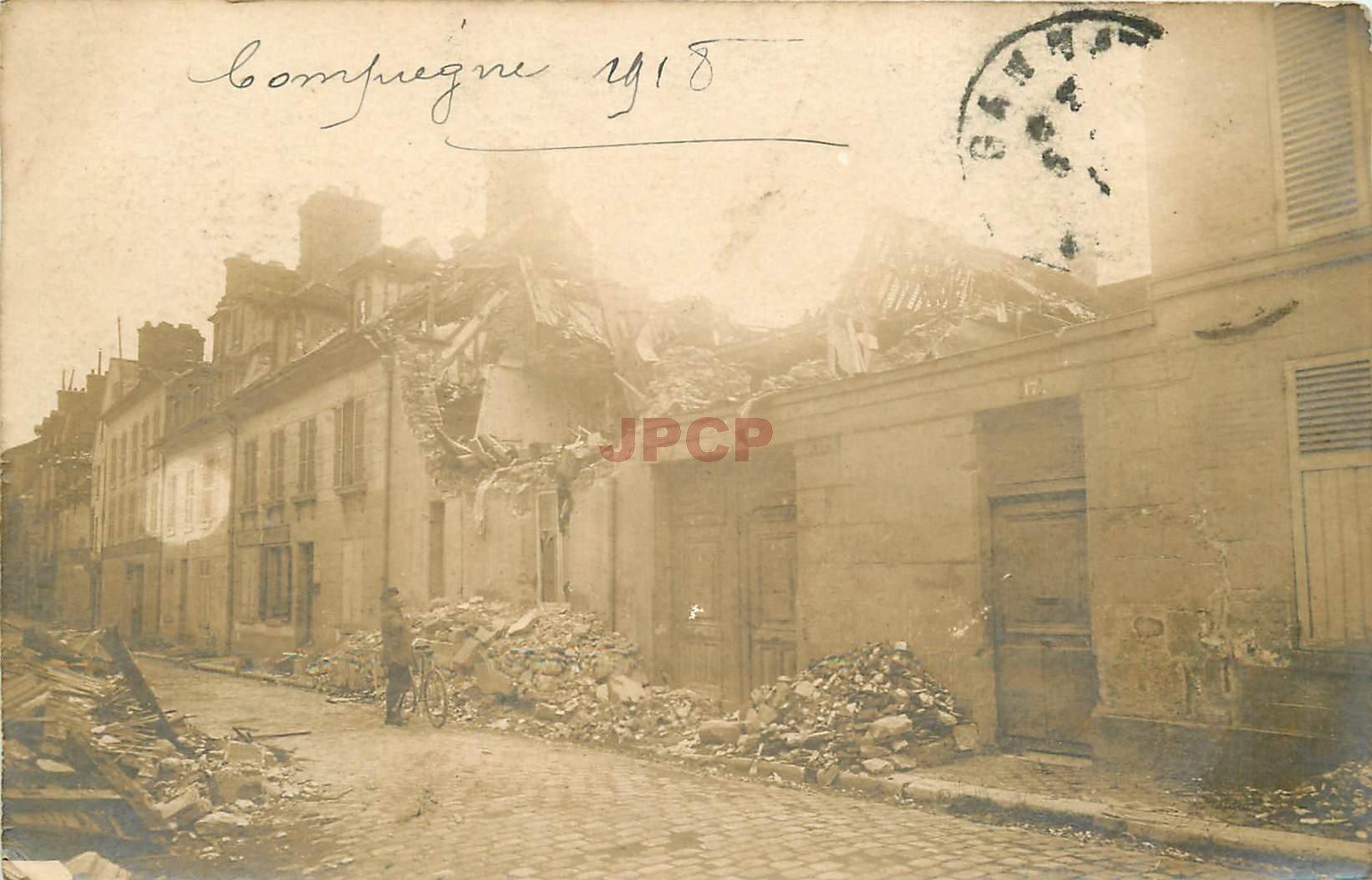 60 COMPIEGNE. Maison détruite par un bombardement au n° 17 en 1918. Rare photo carte postale ancienne