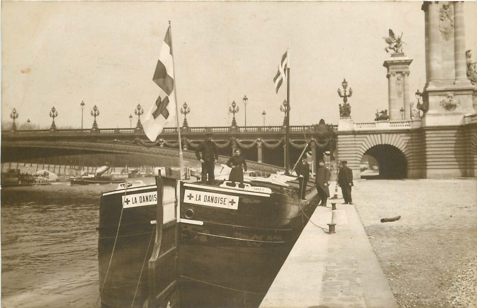WW PARIS. La Péniche Ambulance amarée au Quai près du Pont de l'Alma 1918