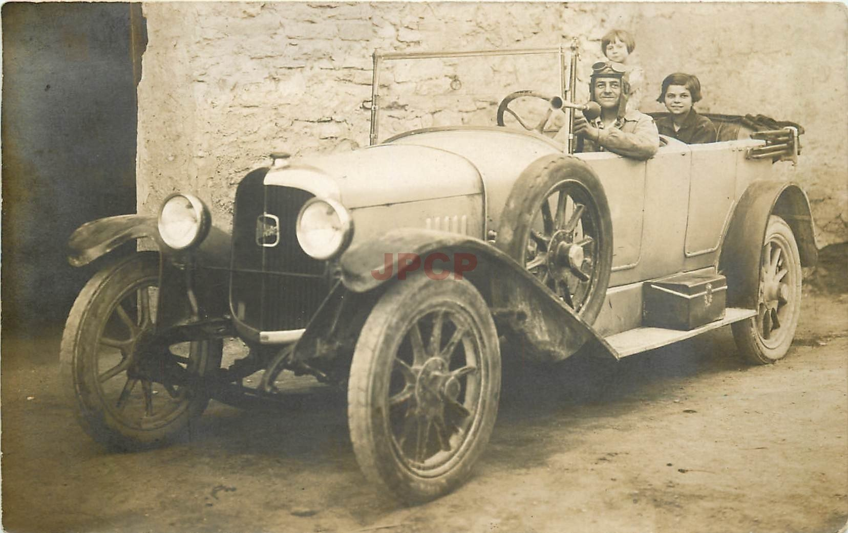 11 SIGEAN. Superbe voiture ancienne décapotable. Carte postale photo de Dumas