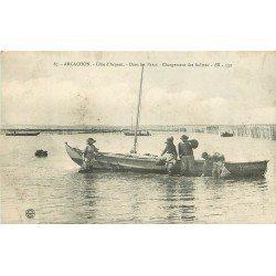 WW 33 ARCACHON. Dans les Parcs chargement des Huîtres