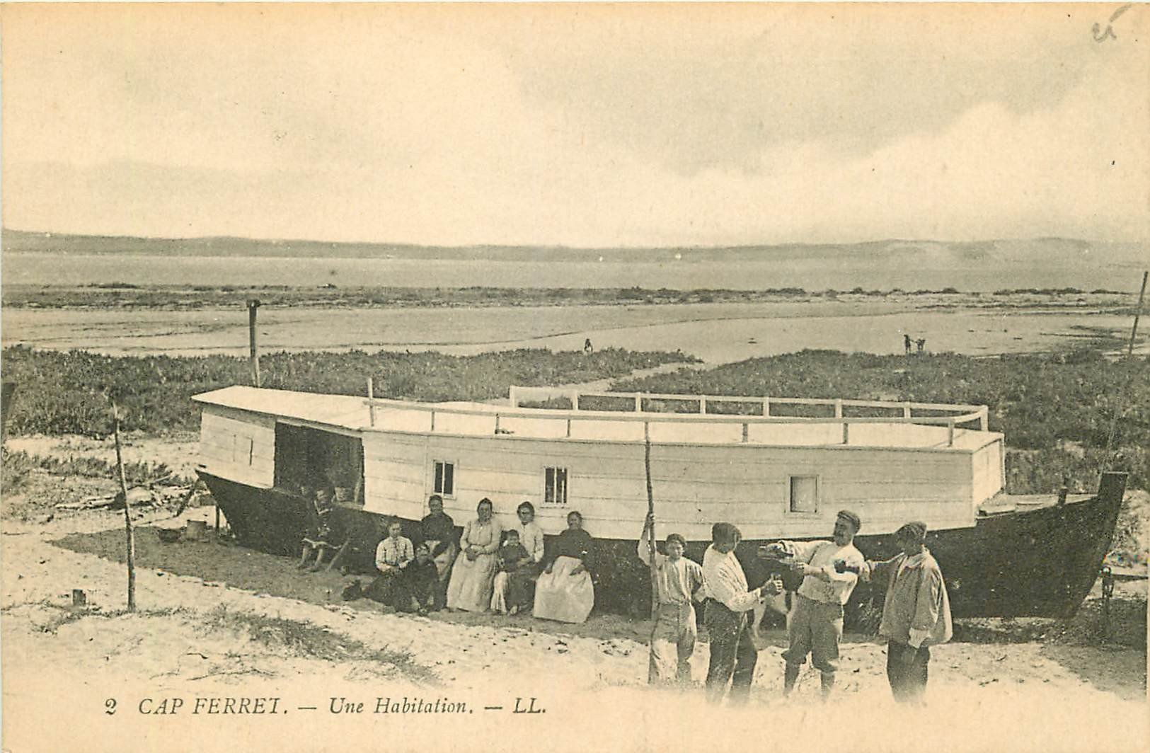 WW 33 CAP FERRET. Un ancien Ponton servant d'Habitation 1918