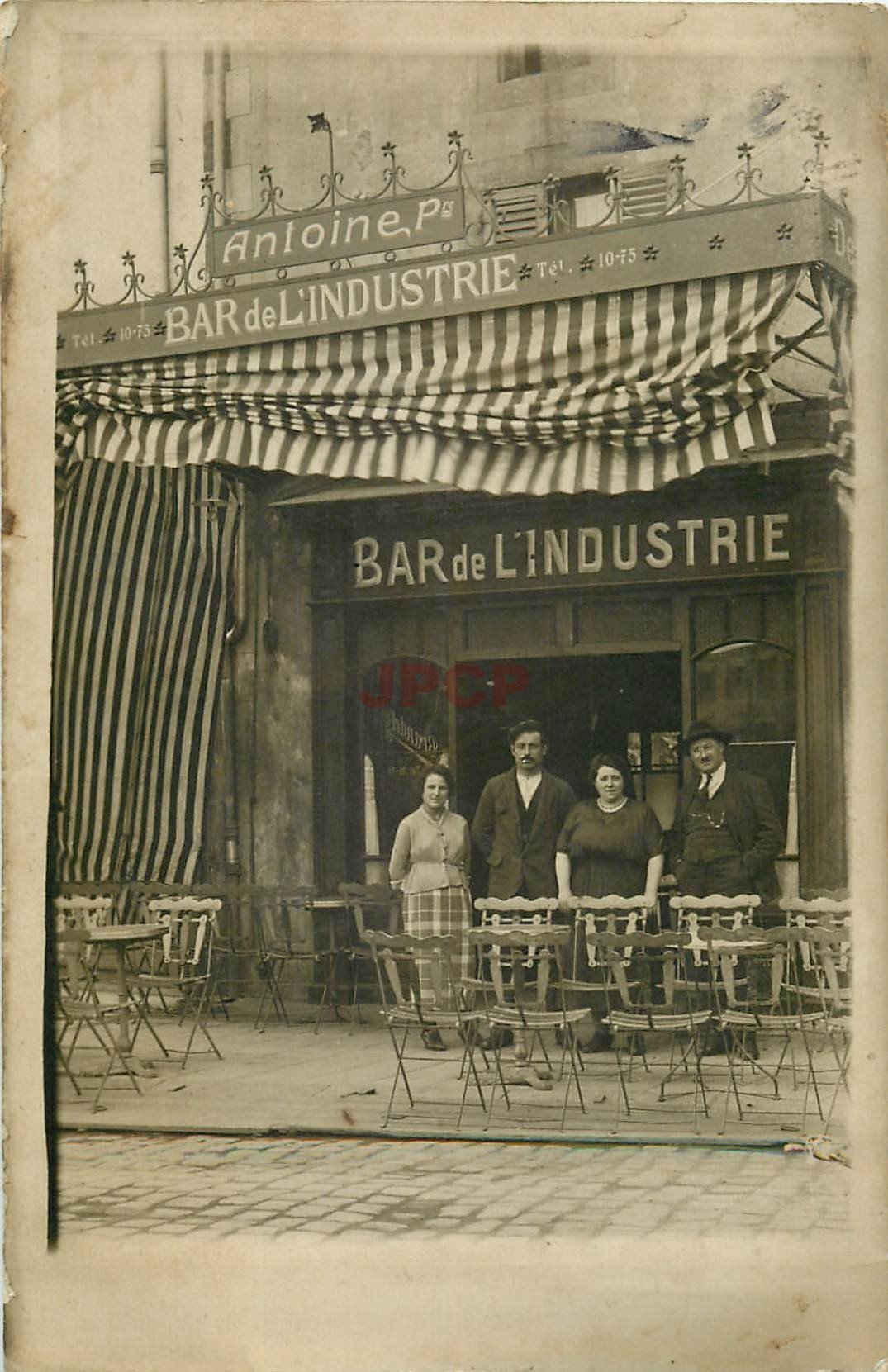 WW 63 CLERMONT-FERRAND. Bar de l'Industrie au 4 Place des Carmes Deschaux. Photo carte postale
