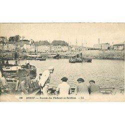 WW 29 BREST. Rentrée des Pêcheurs de Sardines 1932 (petit défaut)