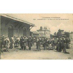 WW 63 LAQUEUILLE. La Gare un Jour de ravitaillement avec Maquignons Vaches et Boeufs