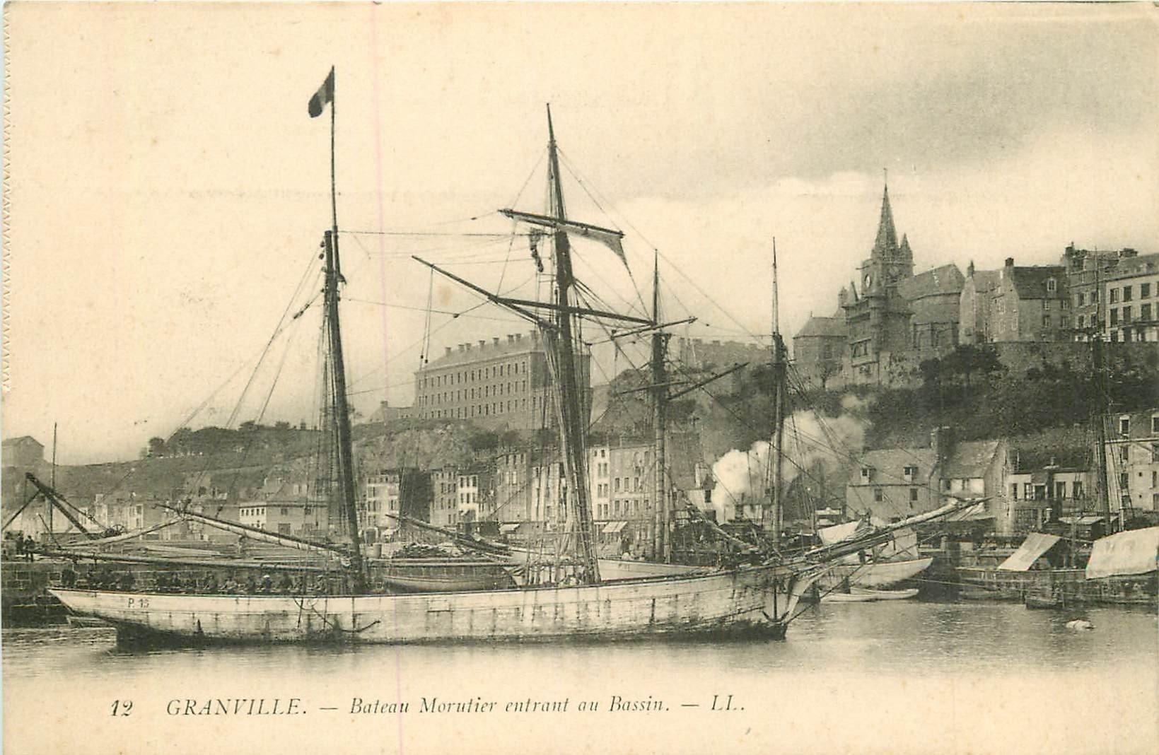 WW 50 GRANVILLE. Bateau Morutier entrant au Bassin. Métiers de la Mer