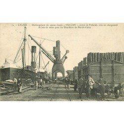 WW 62 CALAIS. Déchargement du vapeur danois VULCAIN du bois de Finlande pour les Houilleres