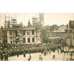 WW 58 NEVERS. Défilé des Vainqueurs en 1919 Place Carnot avec la Caisse d'Epargne en construction