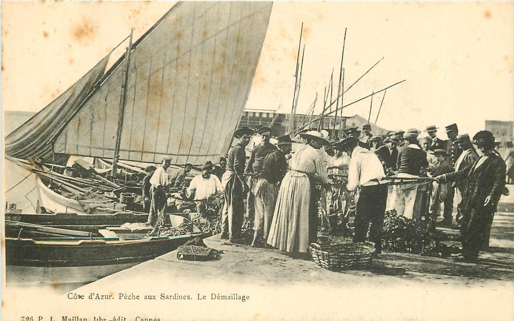 WW 06 CANNES. Le démaillage des filets pour la Pêche aux Sardines vers 1900