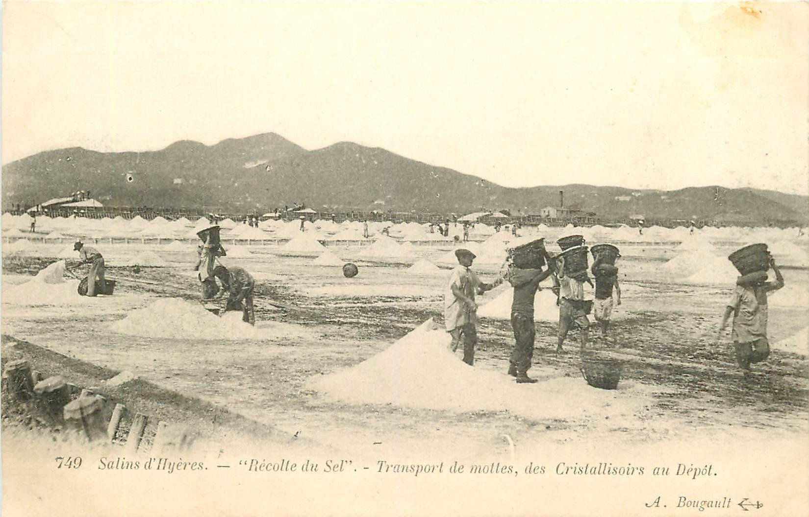 WW 83 HYERES. Récolte du Sel et transport de mottes des Cristallisoirs au Dépôt vers 1900
