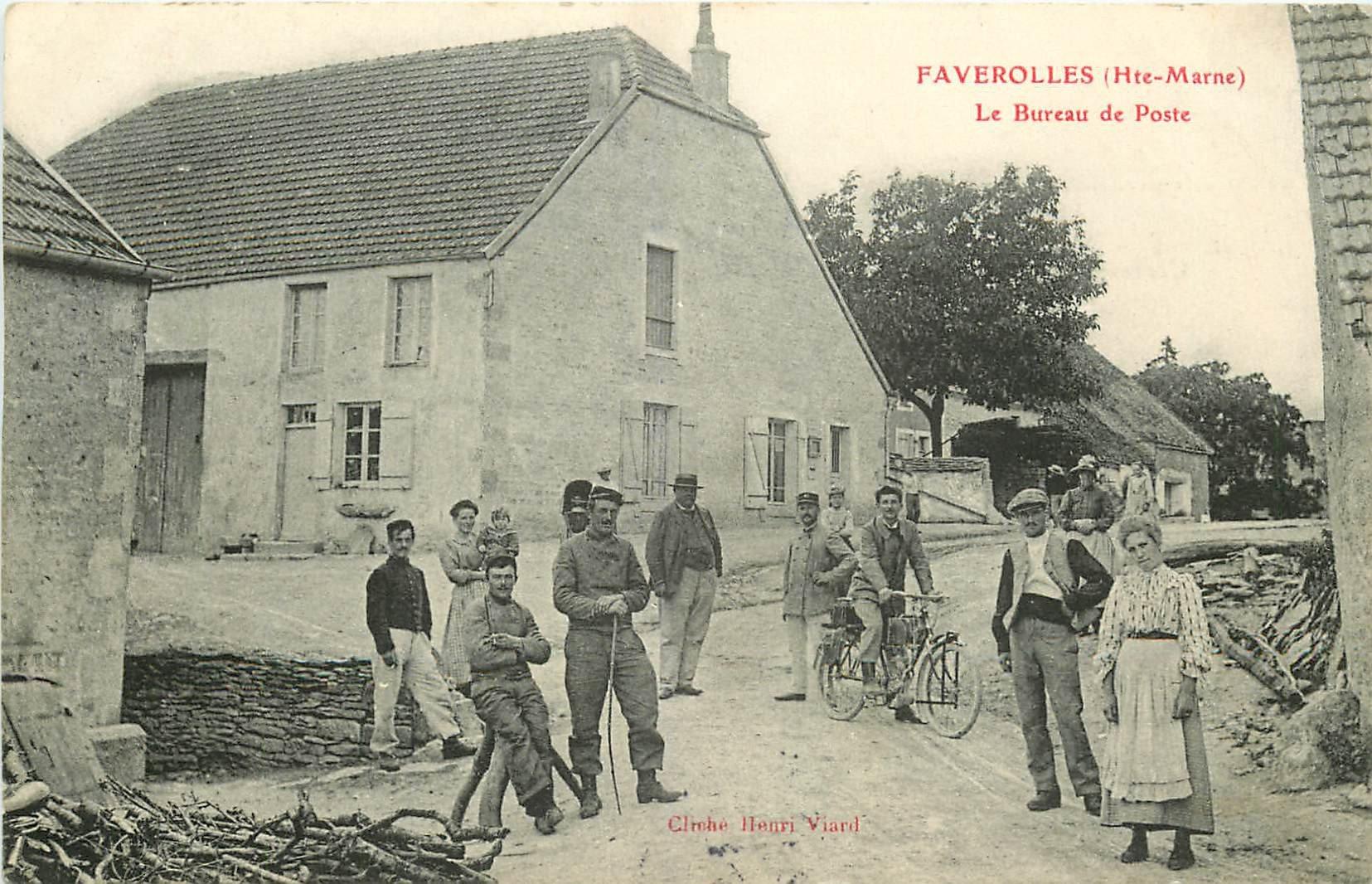 WW 52 FAVEROLLES. Facteur et Militaires devant le Bureau de Poste 1907