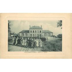 WW 45 VILLEMOUTIERS. Ecolières et écoliers devant les Ecoles et la Mairie