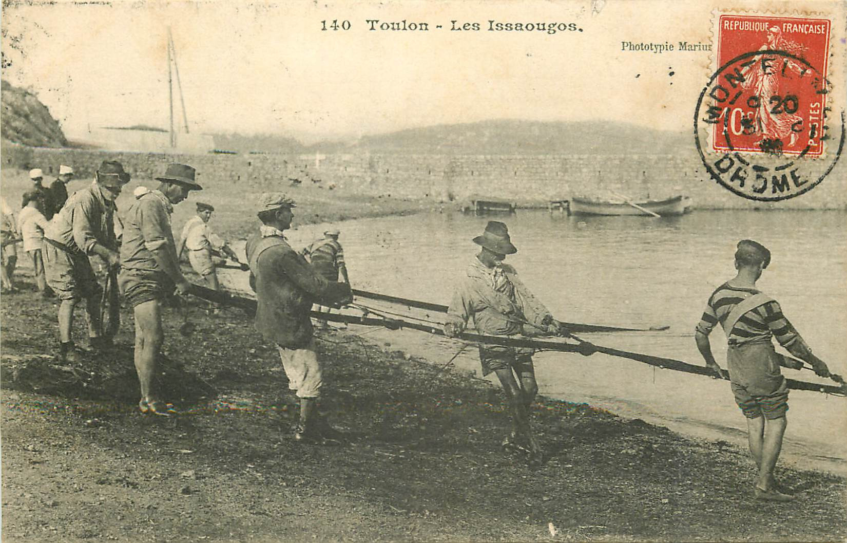 WW 83 TOULON. Les Issaougos Pêcheurs avec filet à la Traîne vers 1908
