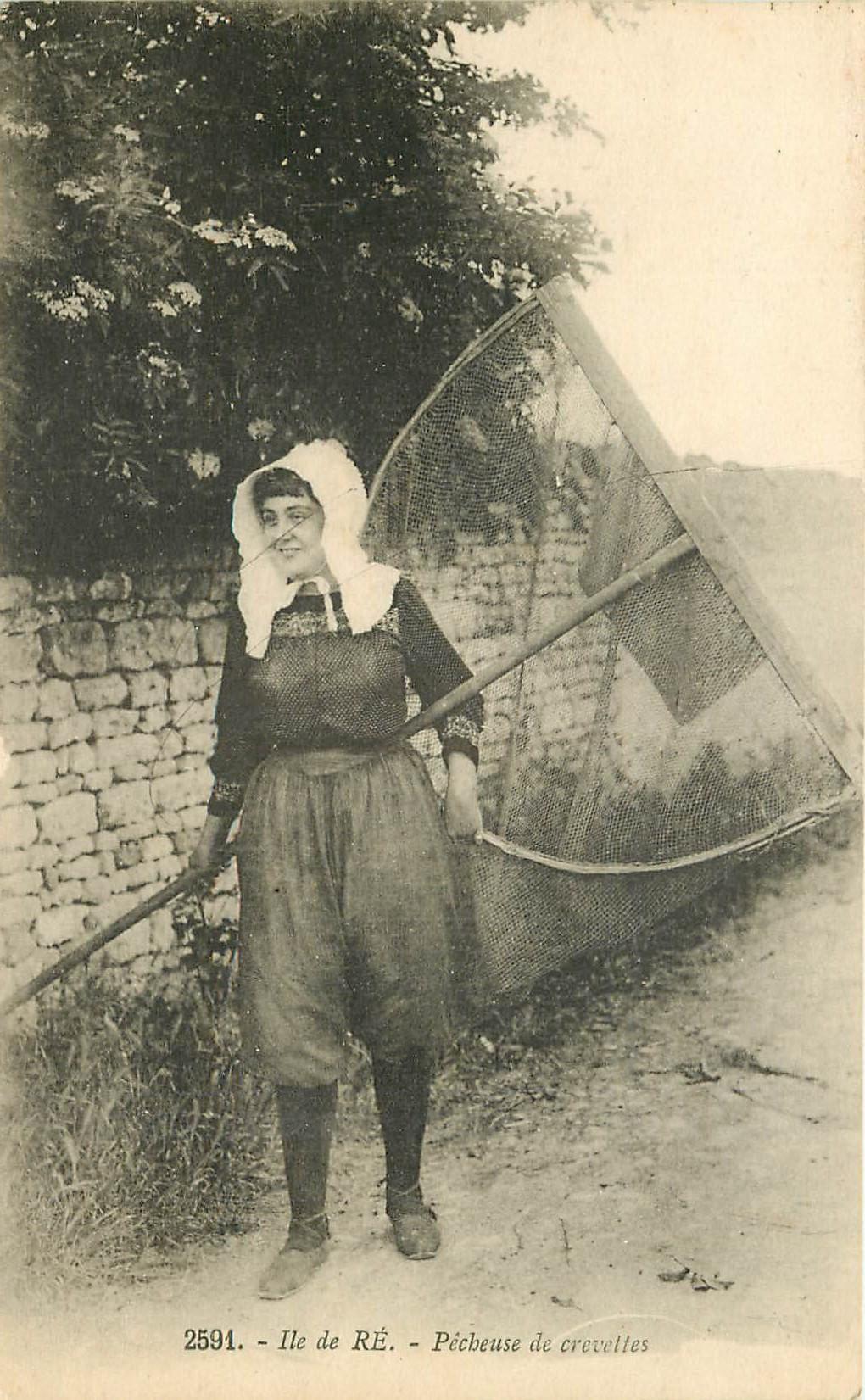 WW 17 ILE DE RE. Pêcheuse de Crevettes