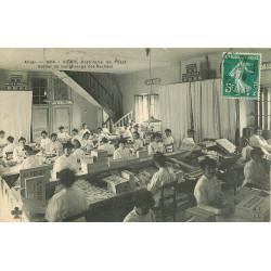 WW 03 VICHY. Atelier remplissage des Sachets à la Pastillerie de l'Etat 1910