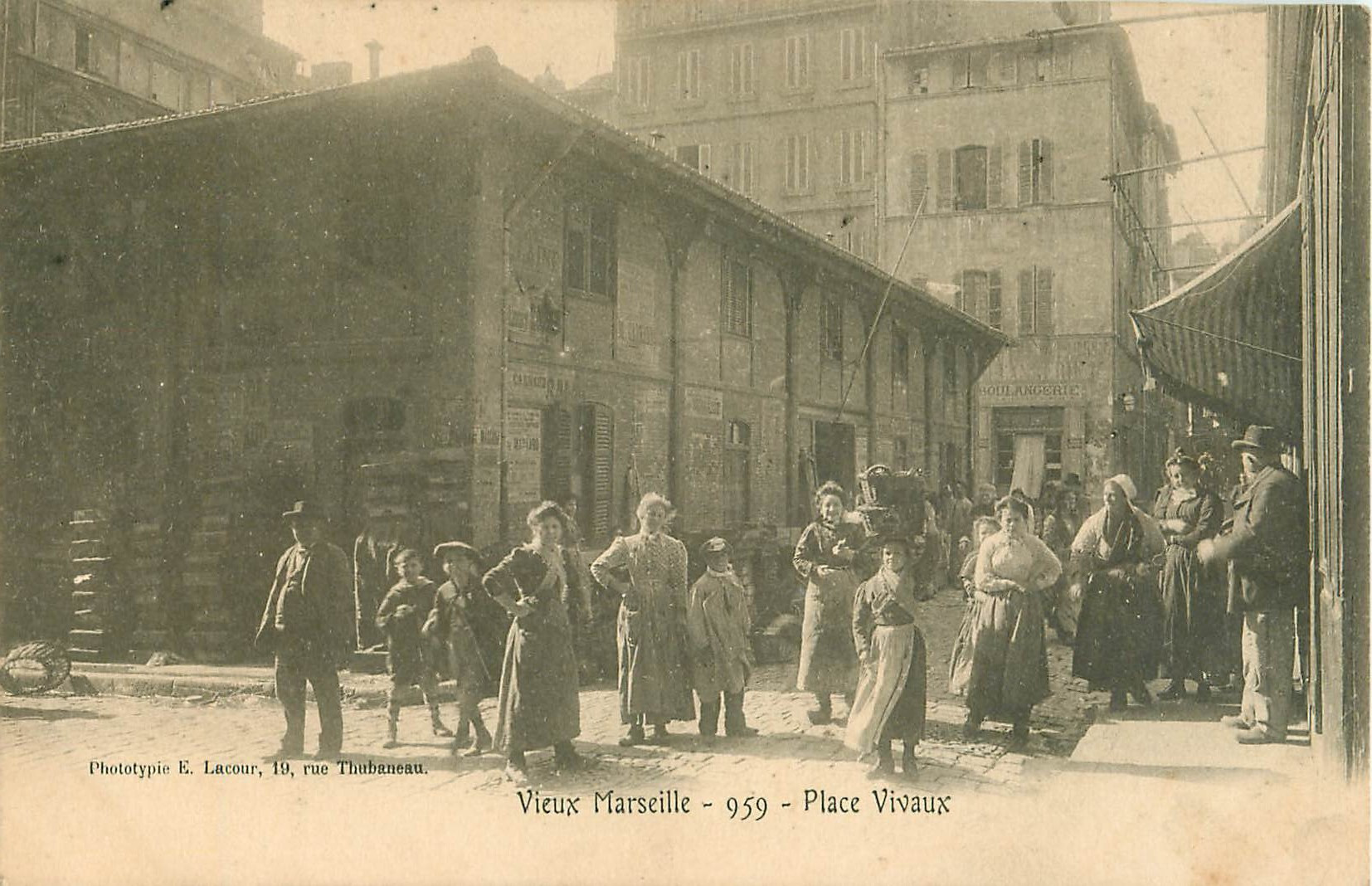 WW 13 MARSEILLE. Belle animation Place Vivaux vers 1900