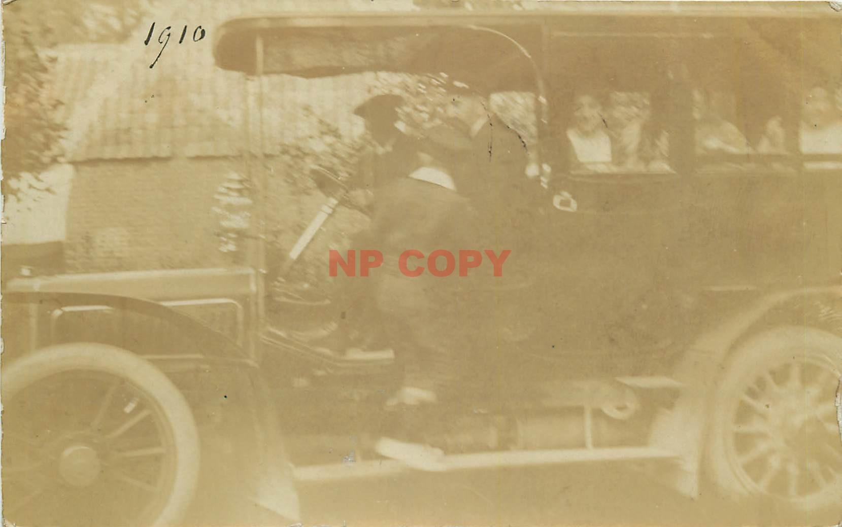 WW 62 CALAIS. Rare Photo carte postale d'un Autocar Autobus avec Chauffeur 1910