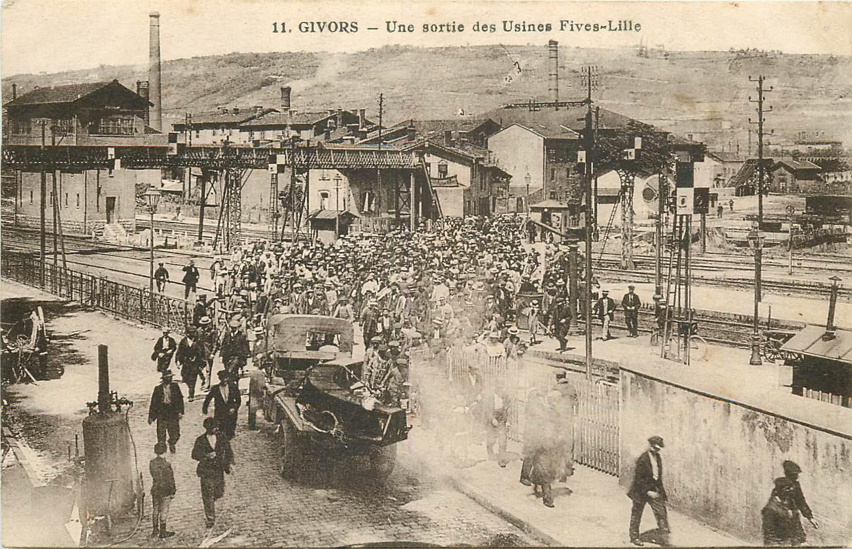WW 69 GIVORS. Une sortie d'Ouvriers des Usines Fives-Lille