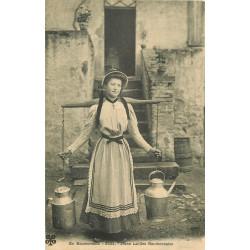 WW EN AUVERGNE. Jeune Laitière Bourbonnaise avec son fléau