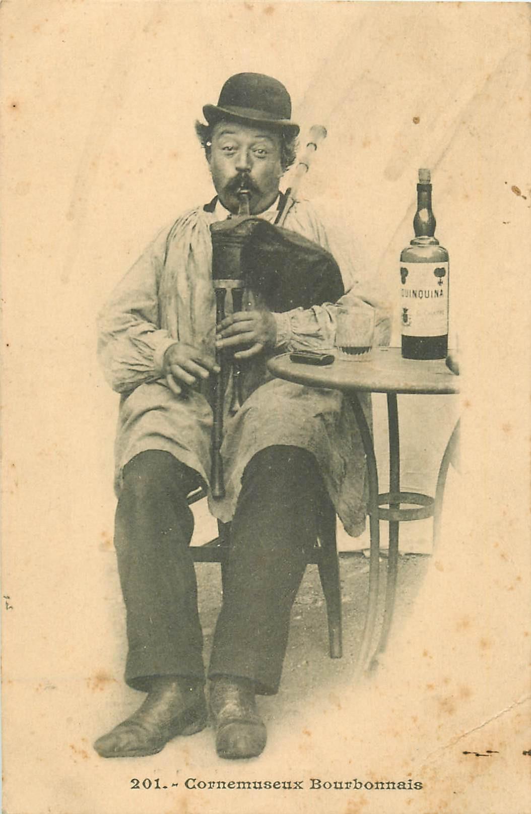 WW EN AUVERGNE. Cornemuseux Bourbonnais avec son Quinquina