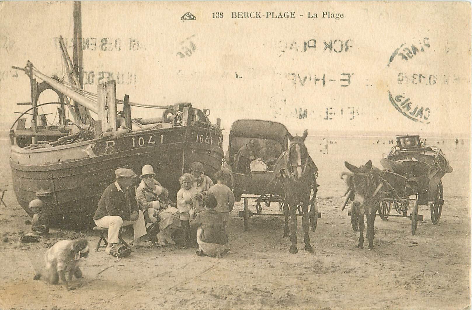 WW 62 BERCK PLAGE. Déjeuner sur la Plage avec Bateau de Pêcheurs et Attelages âne cheval 1930