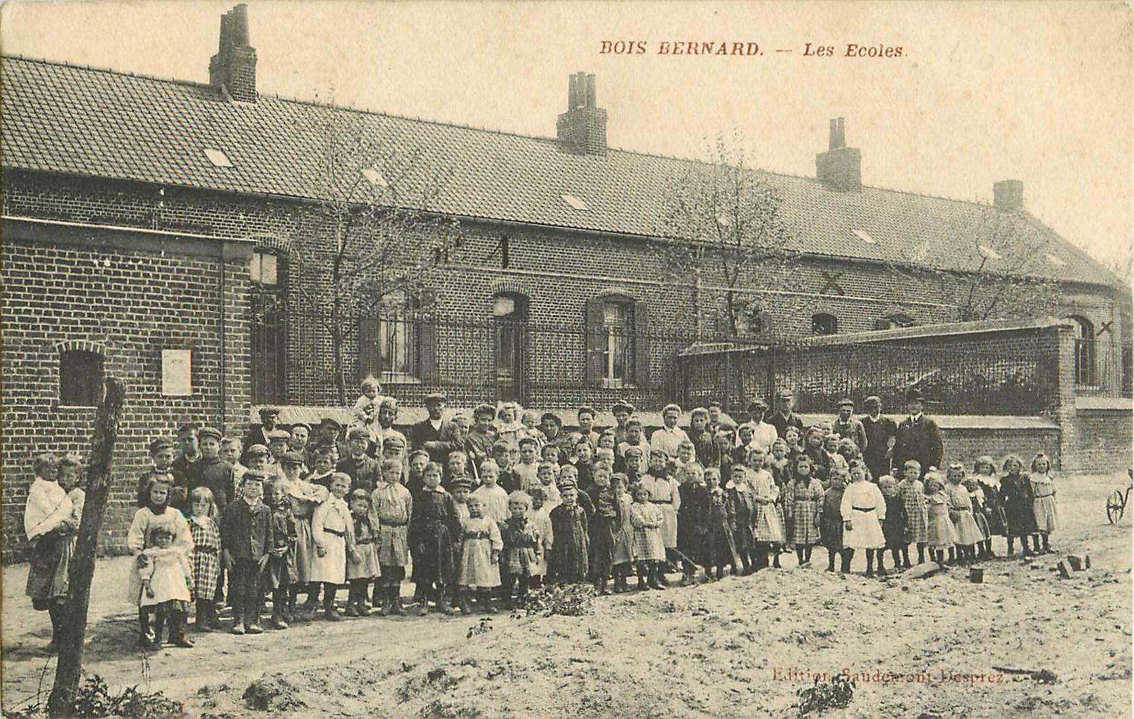 WW 62 BOIS BERNARD. Les Ecoles avec écoliers et écolières
