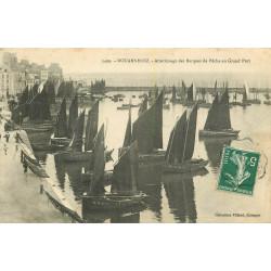 WW 29 DOURNENEZ. Atterrissage des barques de Pêche au Grand Port 1909