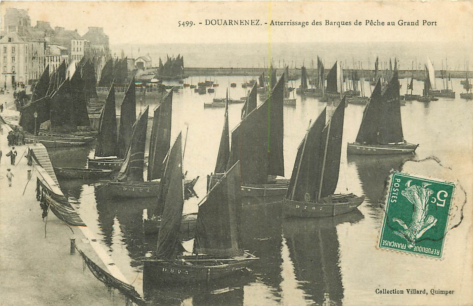 WW 29 DOURNENEZ. Atterrissage des barques de Pêche au Grand Port 1909