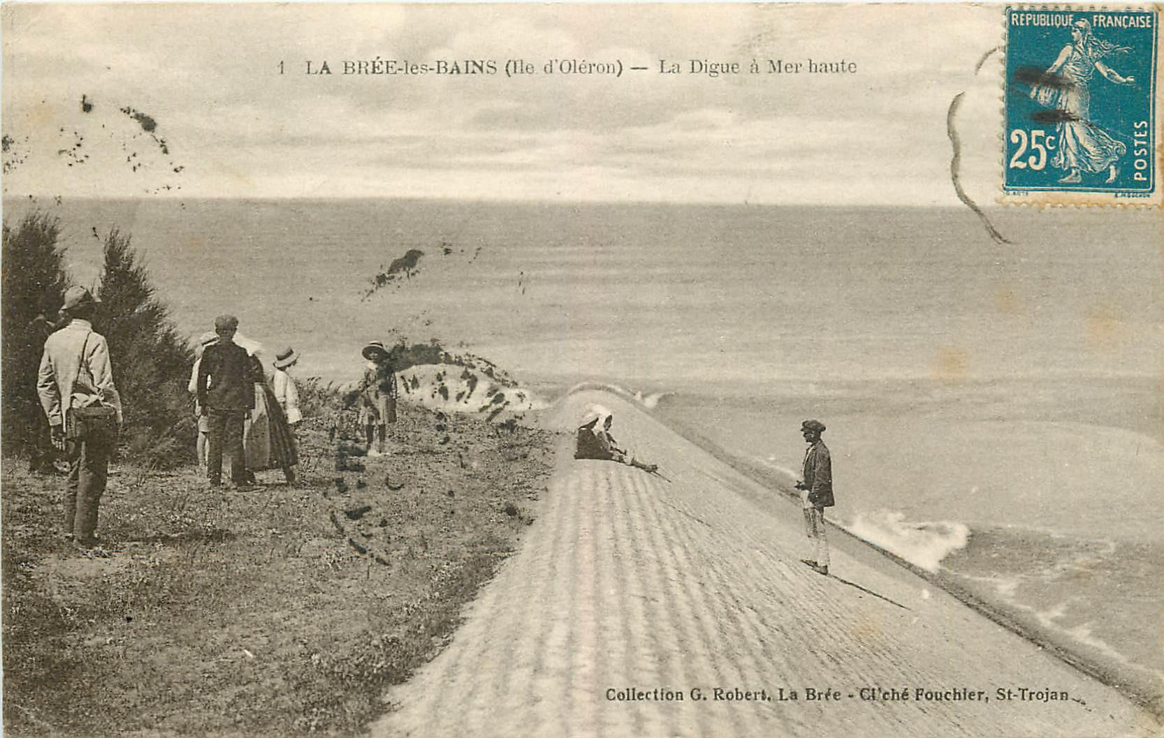 WW 17 LA BREE-LES-BAINS. La Digue à Mer haute 1920