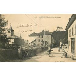 WW 73 LA ROCHETTE. Paysan et Cyclistes sur la Route du Château