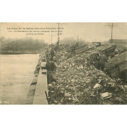 WW PARIS. Inondations Crue 1910. Ordures ménagères Pont de Tolbiac