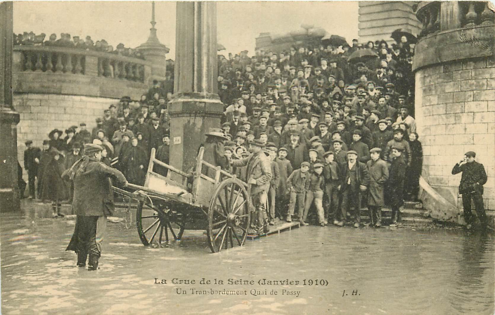 WW PARIS. Inondations Crue 1910. Transbordement Quai de Passy