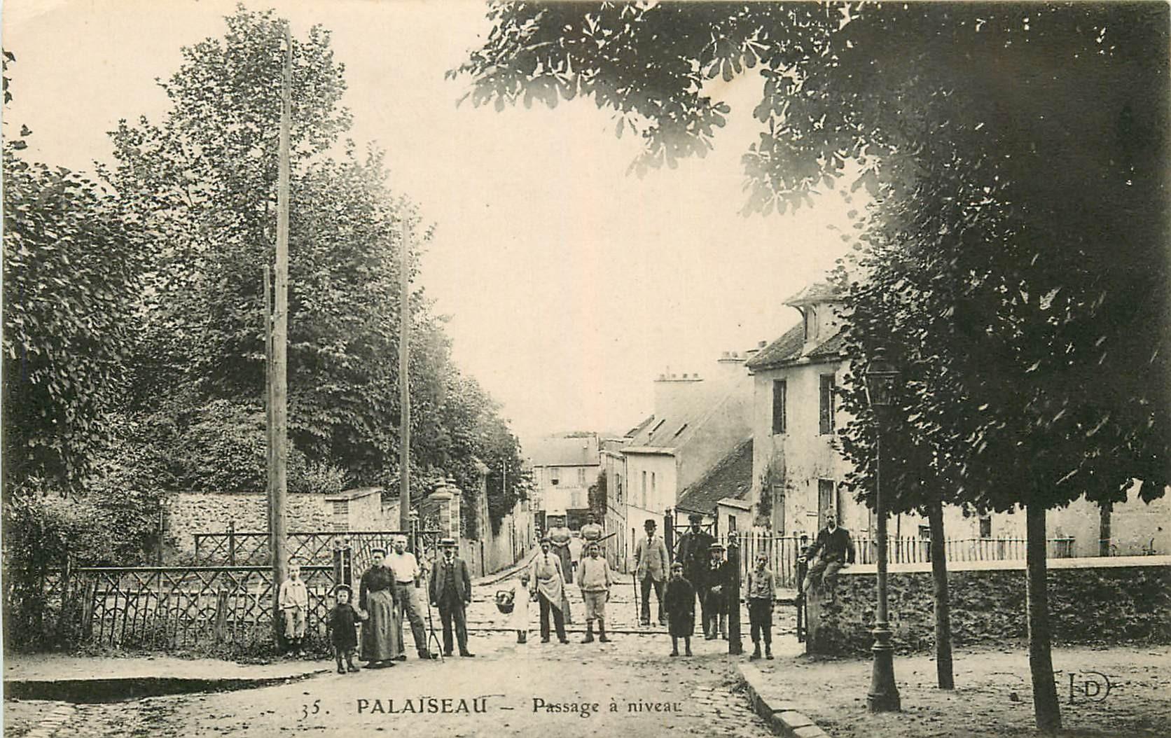 WW 91 PALAISEAU. Passage à niveau 1920