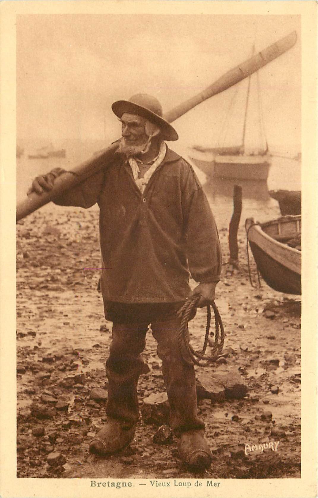 WW 29 BRETAGNE. Vieux Loup de Mer. Pêcheur et barques