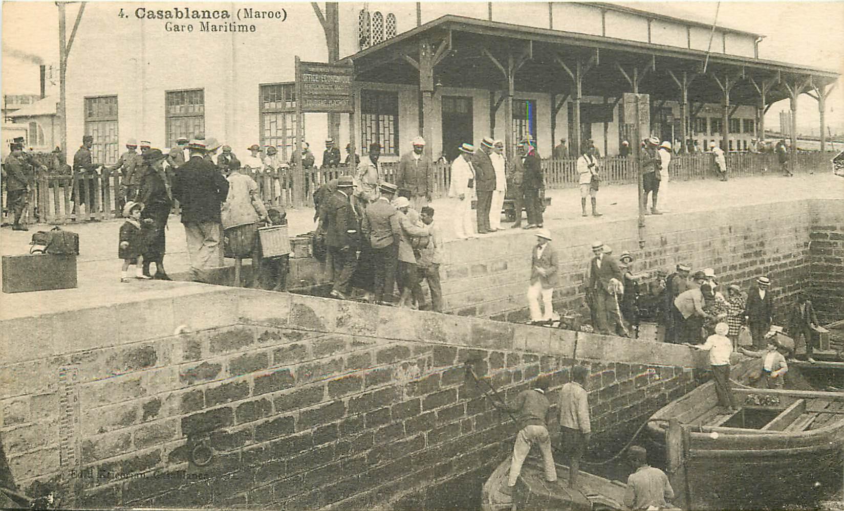 WW CASABLANCA. Arrivée des Voyageurs en Gare Maritime au Maroc