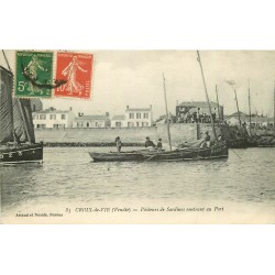 85 CROIX-DE-VIE. Pêcheurs de Sardines rentrant au Port 1918