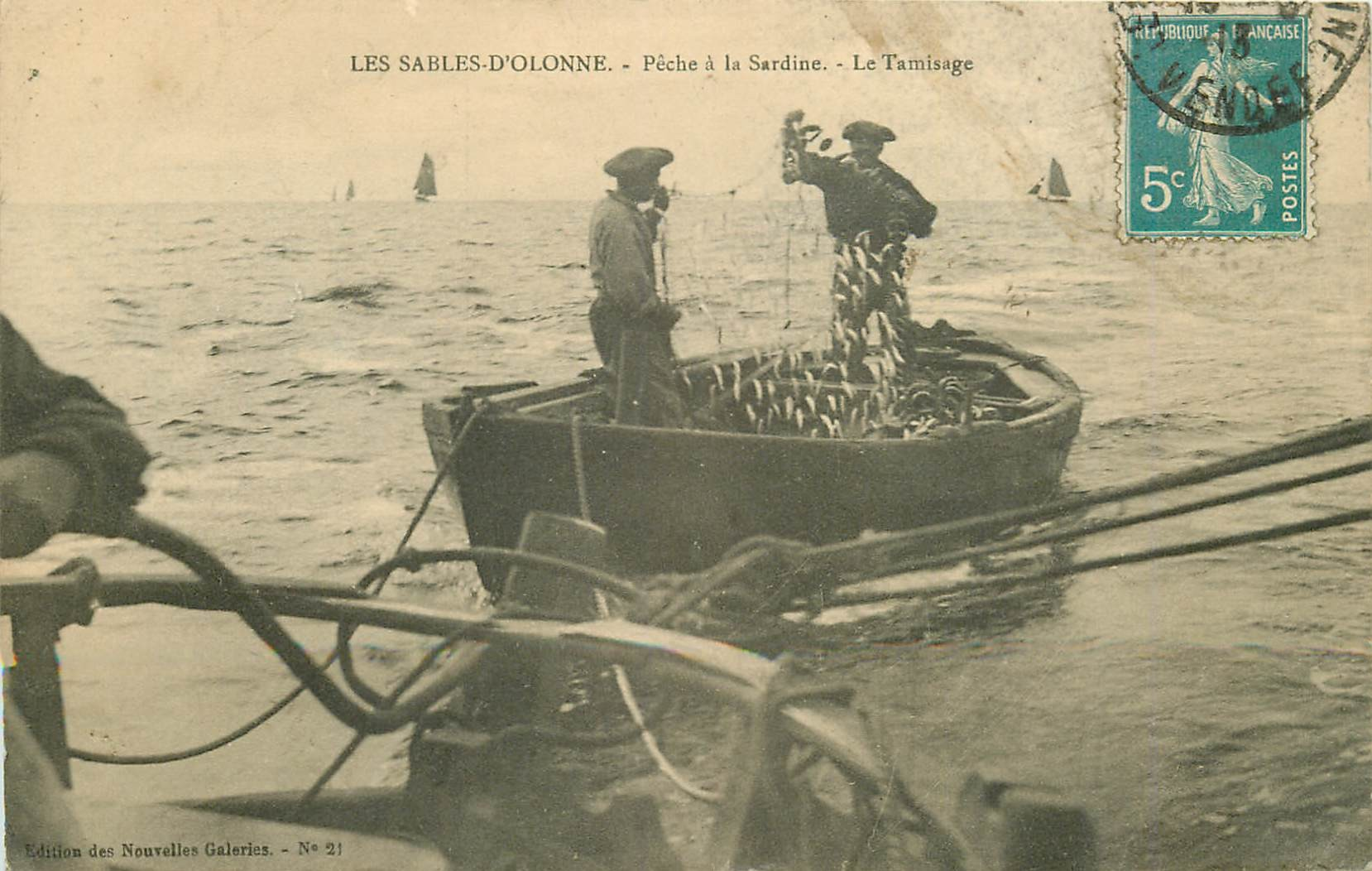 85 LES SABLES D'OLONNE. Pêche à la Sardine le Tamisage 1913