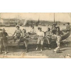 33 LE VERDON. Groupe de Parqueuses d'Huîtres au Port