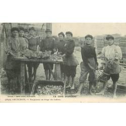 33 ARCACHON. Parqueuses au triage des Huîtres 1916