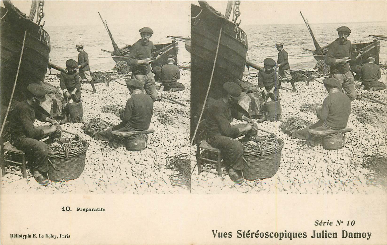 Carte stéréoscopique. Pêcheurs et Métiers de la Mer.Préparatifs des appâts pour la Pêche
