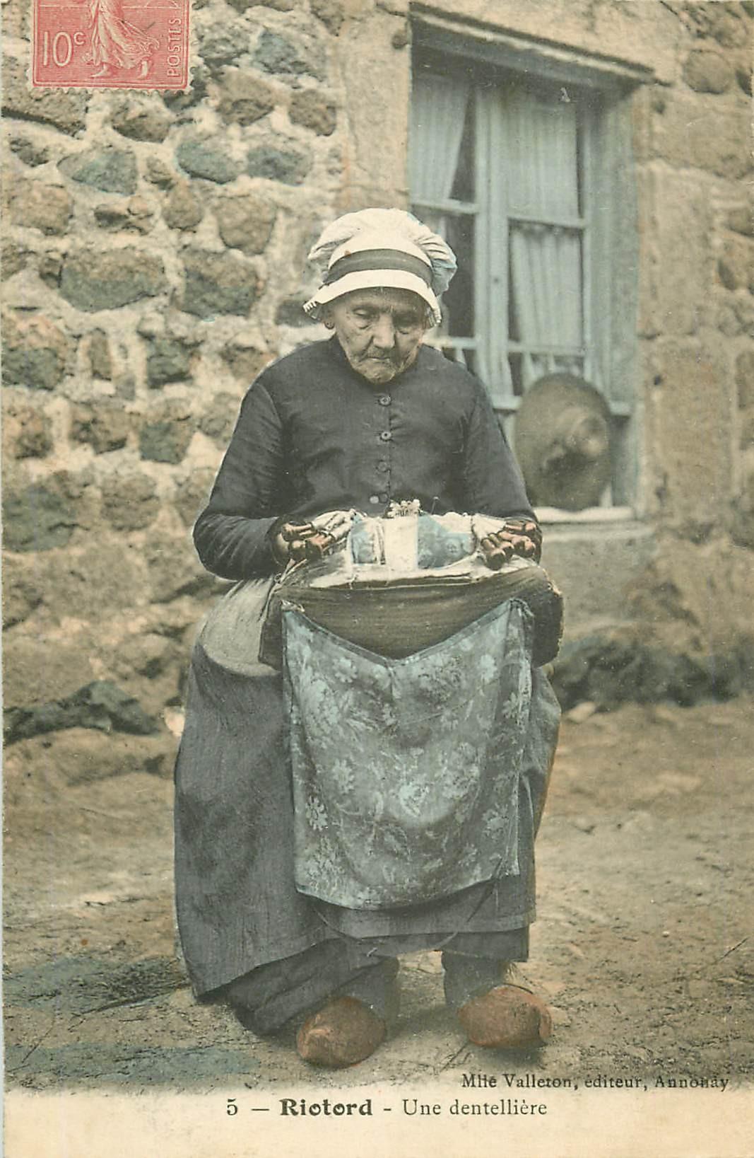 WW 43 RIOTORD. Une Dentellière 1907