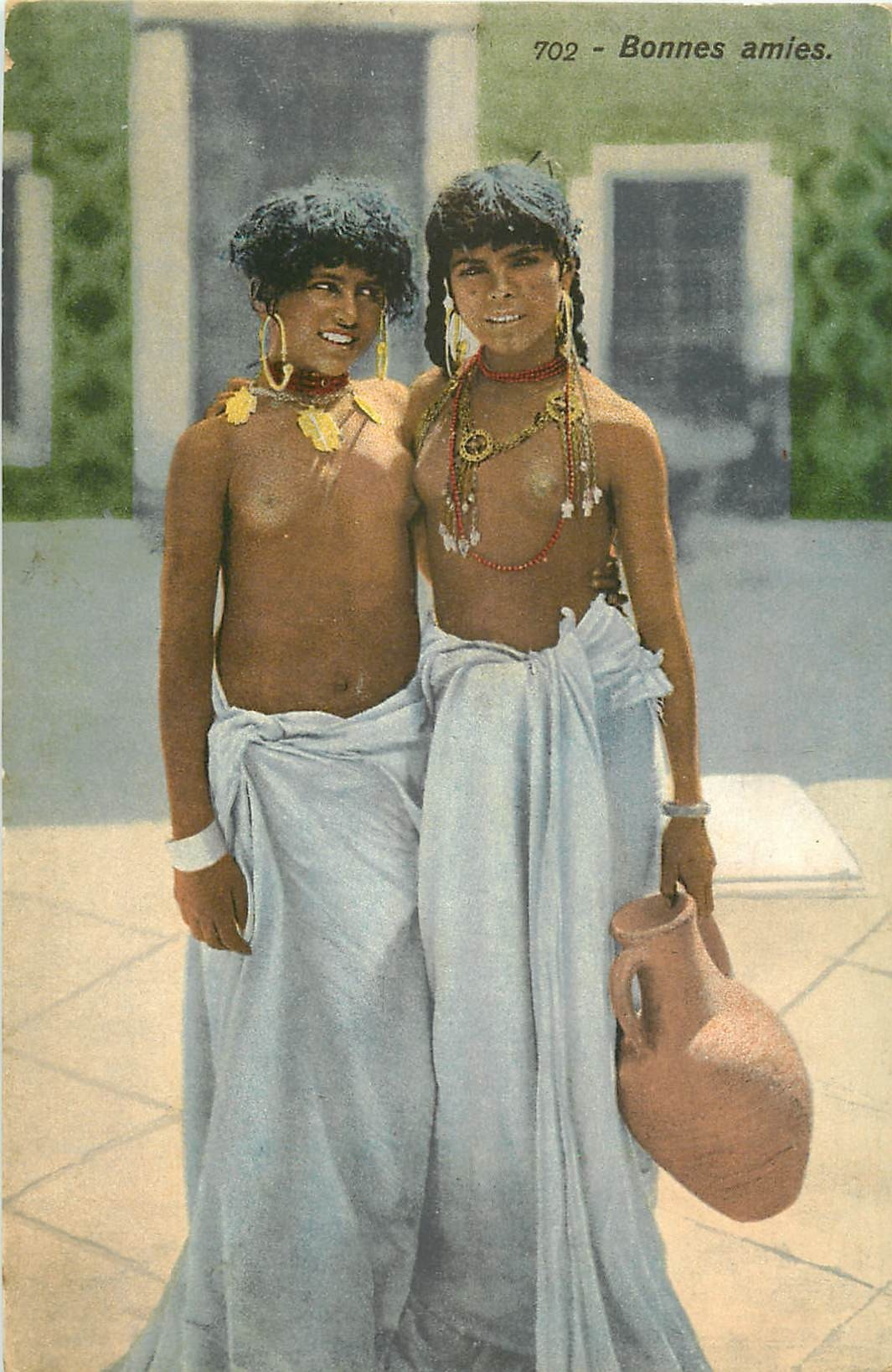 WW TUNISIE. Deux bonnes amies aux seins nus 1916