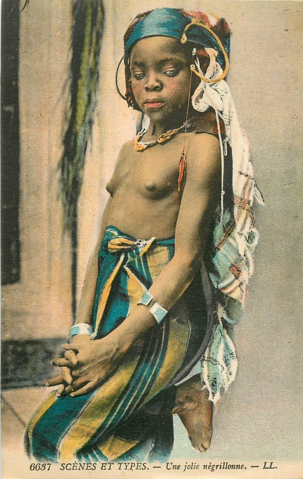 WW AFRIQUE DU NORD. Nus ethniques. Une jolie Négrillonne aux seins nus