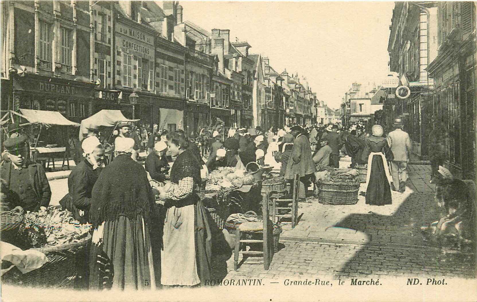WW 41 ROMORANTIN. Le Marché sur Grande Rue 1916